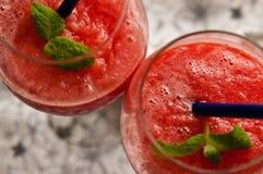 红色瓜泥泞的饮料 免版税库存照片