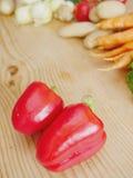 红色甜椒木头 免版税库存图片