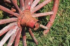 红色生锈的轮子 库存照片
