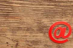 红色电子邮件符号 免版税图库摄影