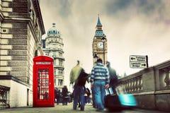 红色电话亭和大本钟在伦敦,英国。 免版税图库摄影