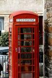 红色电话亭在村庄 图库摄影