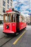 红色电车在伊斯坦布尔 免版税库存照片