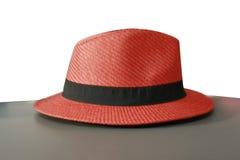 红色男性帽子由竹子和棕榈叶做成 免版税库存照片