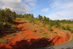 红色白垩纪石灰泥在Corbieres,法国 免版税图库摄影