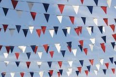 红色白色和蓝色三角旗布 库存照片