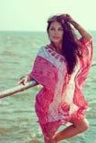 红色白色装饰品长袍的女孩 免版税库存图片