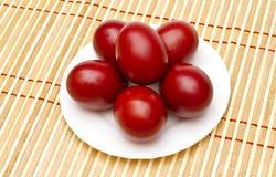 红色的复活节彩蛋 库存图片