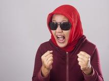红色的恼怒的回教夫人 库存照片