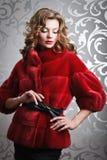 红色皮大衣的美丽的女孩 库存照片