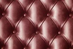 红色皮肤皮革仿制墙纸背景 库存图片