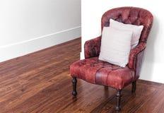 红色皮革扶手椅子 库存图片