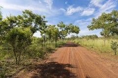 红色石渣路-卡卡杜国家公园,澳大利亚 库存图片