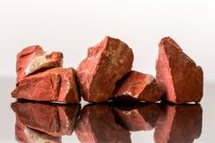 红色碧玉,未割减,水晶愈合 免版税库存照片
