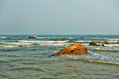 红色礁石 库存图片