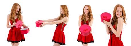 红色礼服的俏丽的女孩有在白色隔绝的小箱的 库存照片