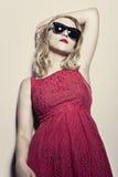 红色礼服的妇女 免版税库存照片