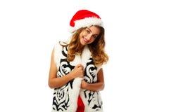 红色礼服的年轻可爱的圣诞老人女孩在白色背景 免版税库存照片