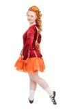 红色礼服的美丽的妇女爱尔兰语的跳舞隔绝 免版税库存图片