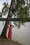 红色礼服的美丽的妇女 图库摄影
