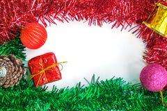 红色礼物盒和装饰品装饰框架  图库摄影