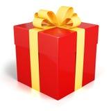 红色礼物盒当前与被隔绝的金黄丝带 免版税库存图片