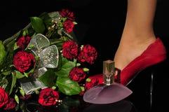 红色穿上鞋子妇女 库存照片