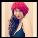 红色童帽帽子的女孩 免版税库存图片
