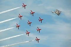 红色箭头喷气机追逐ww1 sopwith 免版税库存照片