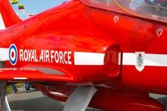 红色箭头航空器,正式名为英国皇家空军特技队 免版税库存照片