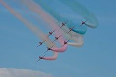 红色箭头飞机显示队费尔福德飞行表演皇家空军机场 免版税库存图片
