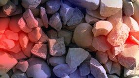 红色紫罗兰色颜色石头构造背景墙纸 生动的传染媒介例证 免版税库存图片
