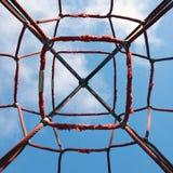 红色网在操场 免版税库存照片