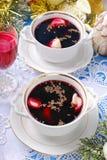 红色罗宋汤和饺子圣诞前夕的 免版税库存图片