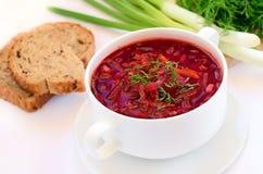 红色罗宋汤汤用莳萝 库存图片