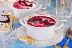 红色罗宋汤用圣诞节的馄饨 库存图片