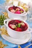 红色罗宋汤用圣诞节的馄饨 库存照片