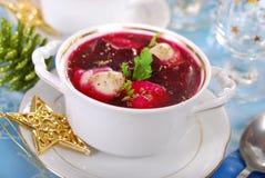 红色罗宋汤用圣诞节的馄饨 免版税库存图片