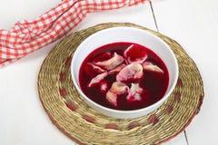 红色罗宋汤的饺子 免版税库存照片