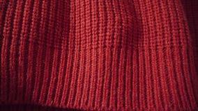 红色羊毛或丙烯酸酯的背景被编织的纹理 能使用作为背景 股票视频