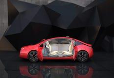 红色自治汽车侧视图在几何对象背景前面的 免版税库存图片