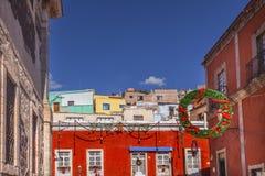 红色色的修造的圣诞节装饰瓜纳华托州墨西哥 库存照片