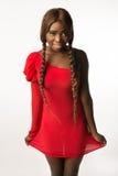 红色苗条的礼服的非裔美国人的妇女 免版税图库摄影