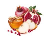 红色苹果、石榴和蜂蜜刺激犹太新年 库存照片