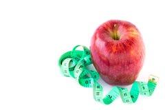 红色苹果和在一个空白背景的评定的磁带 库存照片