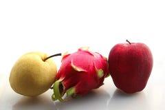 红色苹果pitaya和梨 免版税库存图片