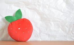 红色草莓形状的袋子 图库摄影