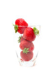 红色草莓被隔绝的杯 免版税库存照片