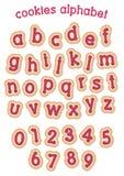 红色莓果奶油曲奇饼字母表 免版税库存照片
