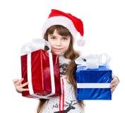 红色萨那帽子和礼物盒的小女孩 查出在白色 库存图片